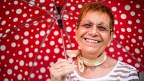 Ende des Sommers, Teil 2 - Sieglinde Fassauer vom Schirm-Fachhandel Schirm-Rothert freut sich auch über Regen.