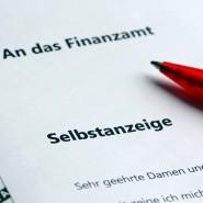 Rotstift: Die Zahl der Selbstanzeigen von Steuersündern ist im Jahr 2020 in Hessen auf ein Minimum gesunken