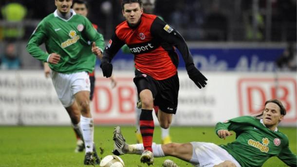 Skibbe will Werder mit Tempo-Fußball ärgern