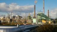 Volles Rohr: Aus dem Industriepark Höchst fließt besonders viel Gewerbesteuer in die Stadtkasse.