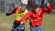 Wer setzt sich durch? Die Eintracht-Profis Anderson (links) und Madlung kämpfen um einen Platz in der Startelf.