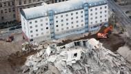 Rätsel: Auf dem Gelände des gesprengten AfE-Turms ist es zu einer Explosion gekommen - weshalb, ist unklar.