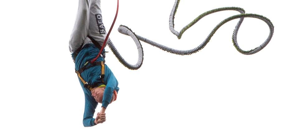 bungee jumping trotz h henangst er hat es gewagt. Black Bedroom Furniture Sets. Home Design Ideas