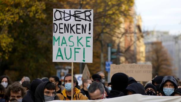 """""""Querdenker"""" klagen gegen Demo-Verbot in Frankfurt"""