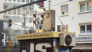 Eher rot als gelb: An der Parcusstraße in Mainz werden immer noch zu hohe Stickoxidwerte gemessen