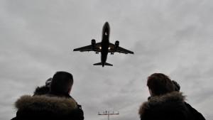 Kirchen: Fluglärm stört Religionsfreiheit