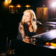 Pianowoman:Stefanie Hoevel sang und spielte oft in Jimmy's Bar.