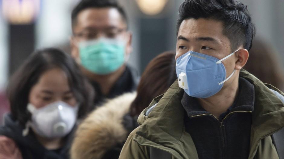 Alltäglich in Corona-Zeiten: Menschen mit einer Mund-Nase-Bedeckung