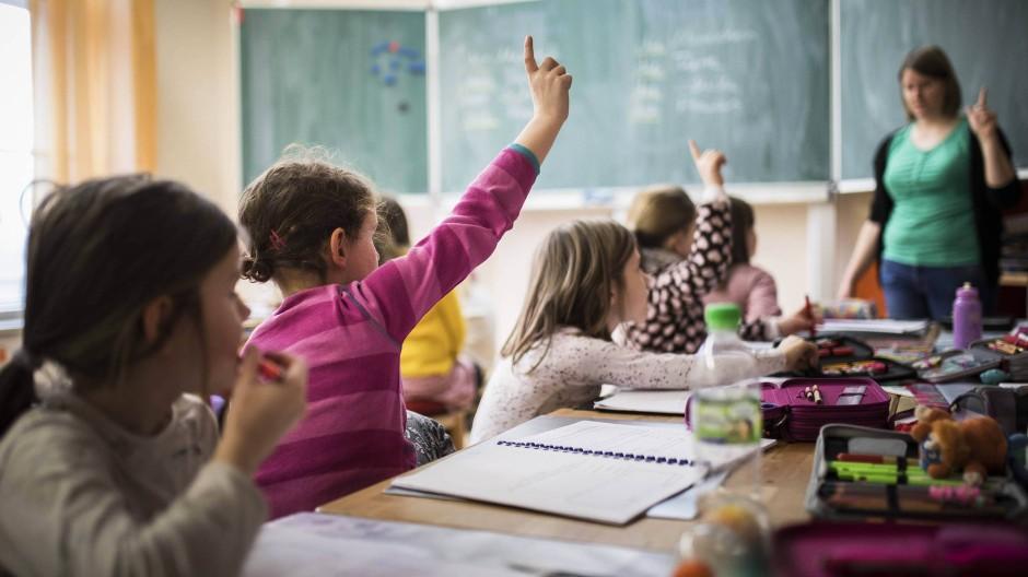 Gesuchte Kräfte: Hunderte, vielleicht Tausende Lehrer werden in den hessischen Grundschulen in den nächsten Jahren fehlen.