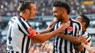 Ein bisschen Spaß darf sein: Eintracht-Kapitän Alex Meier und Verteidiger Michael Hector haben bislang gut lachen.
