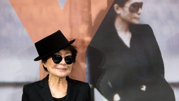 """Yoko Ono """"Half-A-Wind Show"""" - PK und Rundgang mit Yoko Ono durch die Ausstellung über ihr Leben."""