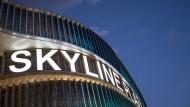 Skyline Plaza nach Brand in Geschäft geräumt