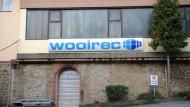 Woolrec muss den Standort Tiefenbach laut RP bis Jahresende aufgeben und das Grundstück so verlassen, dass keine schädlichen Umwelteinwirkungen entstehen.