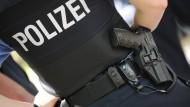 Für die Staatssicherheit will Hessen im kommenden Jahr 1150 Polizistenanwärter einstellen, etwa 500 Kräfte mehr als sonst.