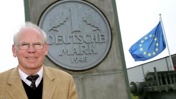 Erstes Denkmal für die Deutsche Mark errichtet