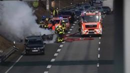 Unfallfahrzeug auf A5 in Flammen – Geldautomat in Eschborn gesprengt