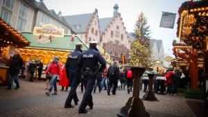 Weihnachtsmärkte beginnen mit mehr Polizei