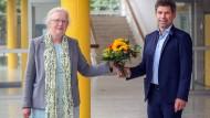 Prof. Dr. Thomas Nauss ist neuer Präsident der Philipps-Universität Marburg und folgt auf Prof. Dr. Katharina Krause (links).