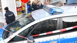 Keile statt Kohle: Kiosk-Betreiber schlägt Räuber in die Flucht