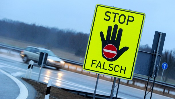 Geisterfahrer verursacht zwei Unfälle