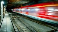 Obdachloser in Tunnel von S-Bahn erfasst
