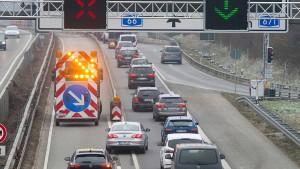 Marode Autobahnbrücke nahe Wiesbaden für größere Laster tabu