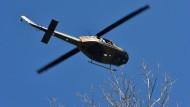 Vermisstensuche: Rettungskräfte und Polizei suchten mit Hubschrauber und Wärmebildkamera nach dem Mann. Vermutlich saß nur er im Flugzeug.