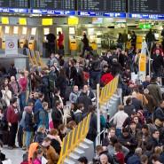 Auftrieb: 2019 fertigte der Frankfurter Flughafen so viele Passagiere ab wie nie zuvor. Besonders Fernreisen bleiben sehr populär, der Klimadebatte zum Trotz.