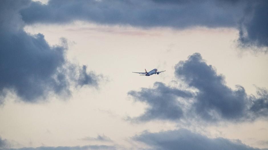 Im Startflug: Wegen der Corona-Krise sind weniger Flugzeuge unterwegs.