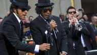 """Seit Jahrzehnten in Mode - wenn auch in unterschiedlicher Gestalt: die """"Blues Brothers"""""""