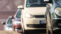 Lkw-Fahrer fährt auf Stauende und stirbt