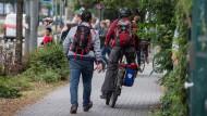 Engpass: Kurz nach der Seilerstraße endet der Fahrradweg, der am Landgericht vorbei Richtung Norden führt. Die Radler müssen sich von da an einen schmalen Weg mit den Fußgängern teilen