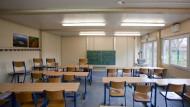 Unterricht im Container: Selbst provisorische Einrichtungen wie hier in der Wöhlerschule sind für die Stadt Frankfurt nicht billiger.