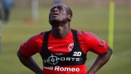 Ringen nach Luft: Constant Djakpa geht im Training an seine Grenzen, um bald wieder für die Eintracht in der Bundesliga auflaufen zu können.