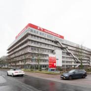 Denkmalgeschützt: Das Hauptgebäude auf dem Neckermann-Areal wurde von Egon Eiermann entworfen.