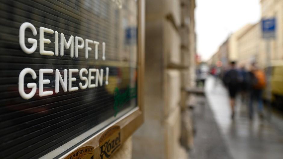 Neu: Auch Einzelhändler in Hessen können nun wählen, ob sie nur noch Corona-Geimpfte und Genesene in ihren Läden empfangen