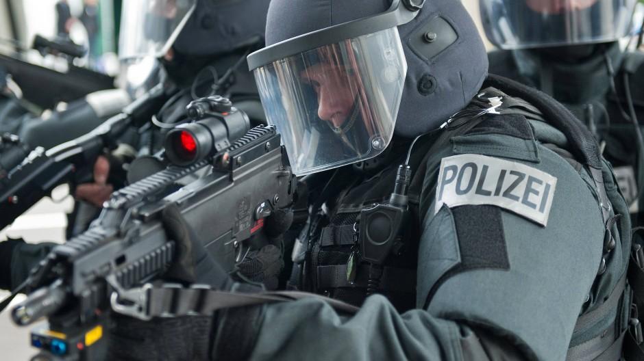 Einsatz: In Kassel rückten SEK-Kräfte zu einem Wohnhaus aus (Symbolbild)