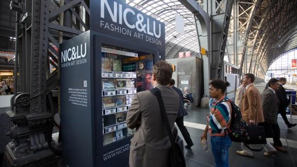 automaten am hauptbahnhof kunst statt kaugummi frankfurt faz. Black Bedroom Furniture Sets. Home Design Ideas