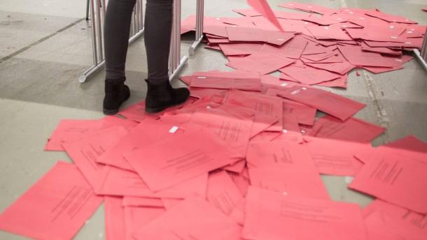 Wahllokale geschlossen: Tagelange Auszählung läuft