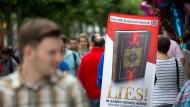 """Werbewirksam: Die Kampagne """"Lies"""" ruft zur Lektüre des Korans auf. Vor den Aktionen wird gewarnt, denn sie förderten radikale Haltungen unter Muslimen."""