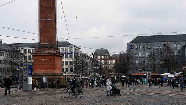 Luisenplatz wegen herrenlosen Koffers zeitweise abgesperrt