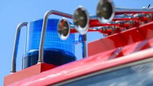 Sattelschlepper umgekippt - Überfallserie mit auffälliger Krawatte