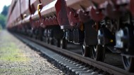 Polizisten finden unterkühlte Flüchtlinge in Güterzug
