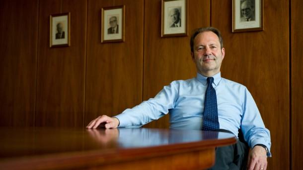 Manfred Eibelshäuser- Der Präsident des Hessischen Rechnungshofs mit Sitz in Darmstadt wird vorgestellt.
