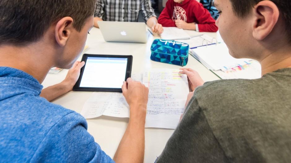 Digitalisierung: Nicht an allen Schulen kann mit Tablets und Laptops im Unterricht gearbeitet werden.