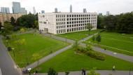 Spielplatz für professionelle Frauenaufreißer? Der AStA befürchtet, dass der Campus im Frankfurter Westend dies sein könnte.