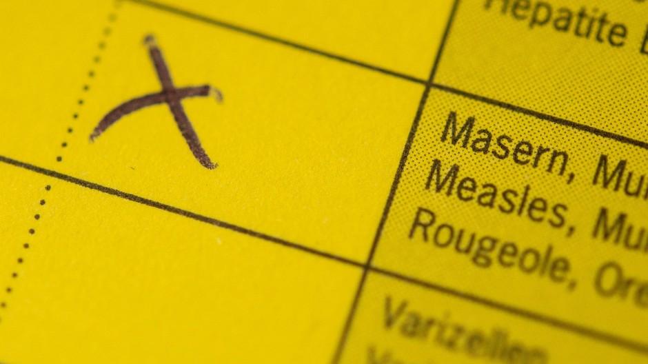 Verpflichtendes Kreuz: Mit einer Impfung gegen Masern darf das Kind in die Kita gehen.