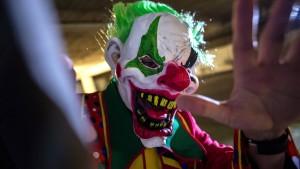 Maskierter jagt Schülern Angst ein