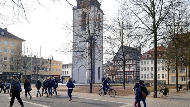 Gießener Kirchplatz - Der Platz im Gießener Zentrum, rund um den Turm soll neu gestaltet werden.