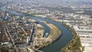 Noch liegt die Offenbacher Hafeninsel brach, doch bald könnten dort Wohnungen entstehen